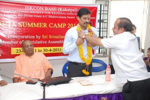 Mr. Madhan Mohan MD of Akshara school garlanded by Sri Brig Gopal and seen in the picture Dr. Sahadevadasa President ISKCON sec-bad