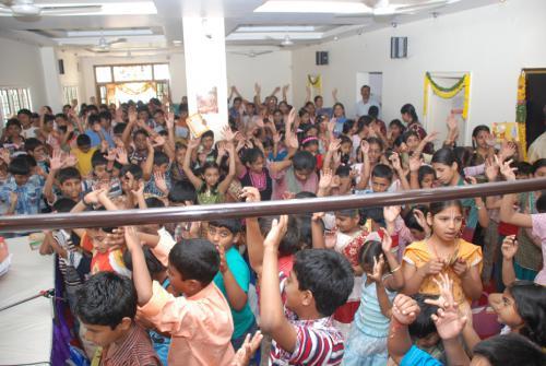 inthusastic kids dancing in summer camp