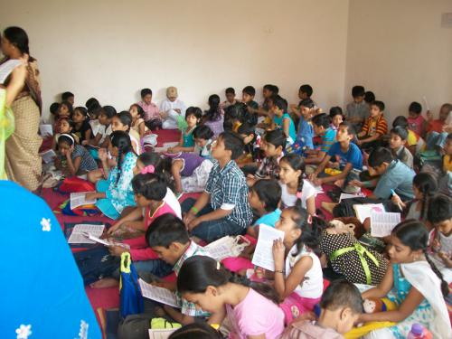 summercamp students learning keerthans